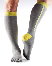Toesox Zoe Sport Compression Knee High (4AM Daylight)