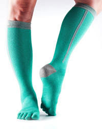 Toesox Zoe Sport Compression Knee High (Ice 4AM)